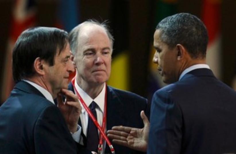 Dan Meridor speaks with US President Obama in Seoul 370 (R) (photo credit: REUTERS/Larry Downing)
