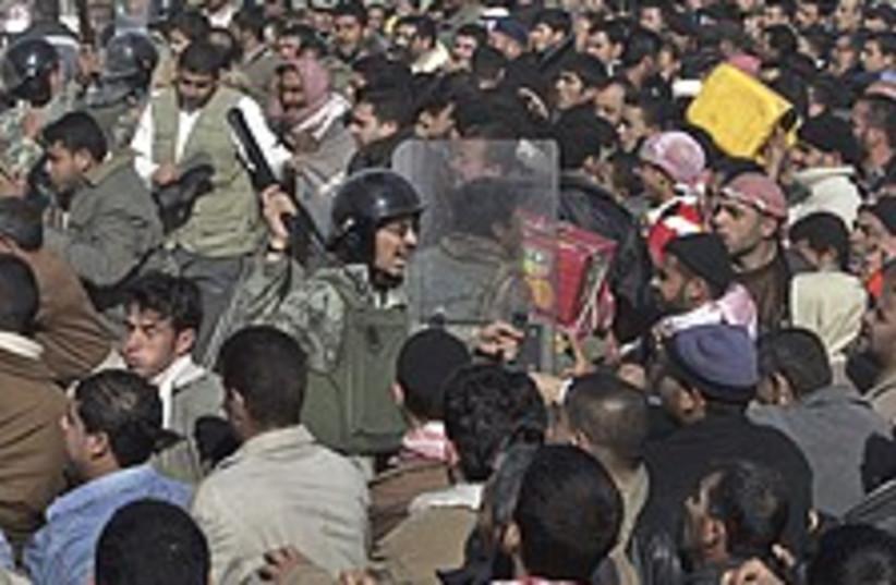 Egyption police 224.88 (photo credit: AP)