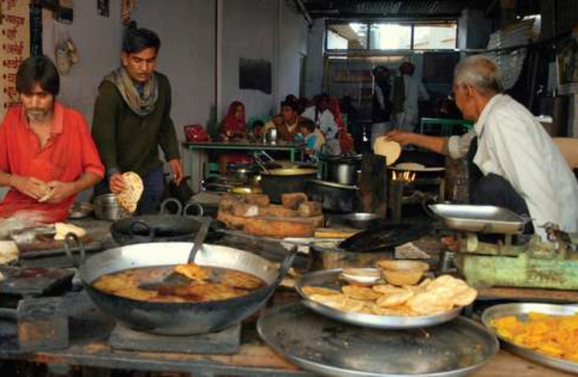 Indian fry chapati  521 (photo credit: Israel Weiss)