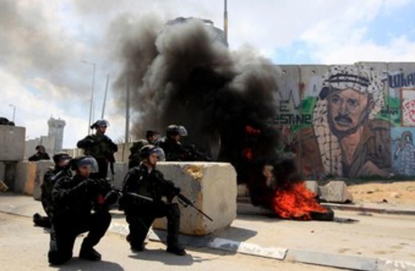 Border Police clash with Palestinians at Kalandiya 370 (photo credit: REUTERS/Darren Whiteside )