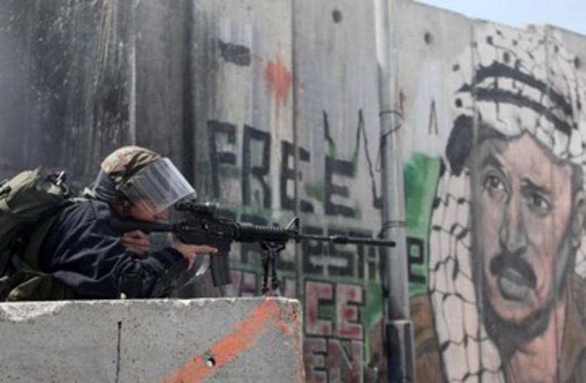 Israeli forces in Kalandia 370 (photo credit: Marc Israel Sellem)