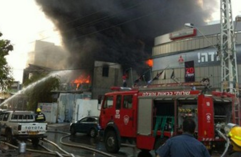 Fire at Ra'anana factory 370 (photo credit: Courtesy / Israel Police)