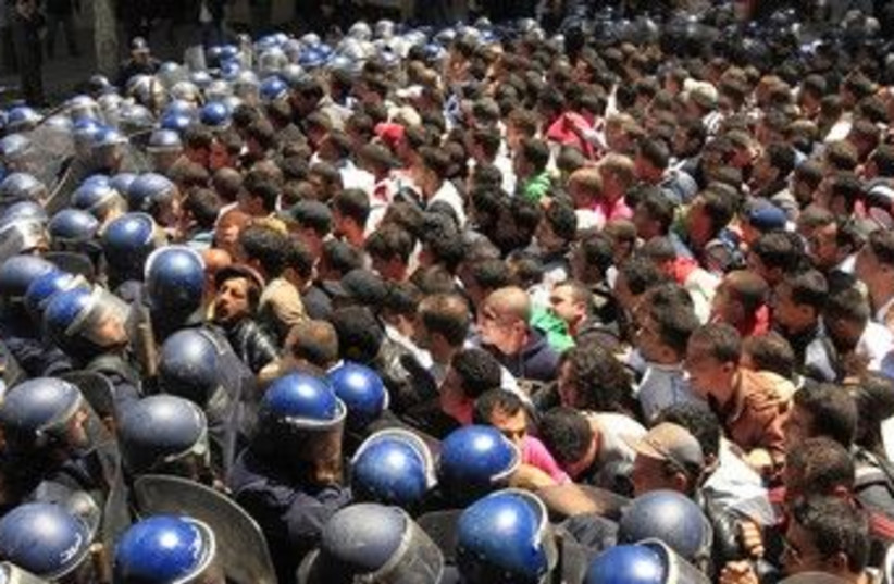 Algerian riot police prevent a demonstration 370 (R) (photo credit: REUTERS/Zohra Bensemra)