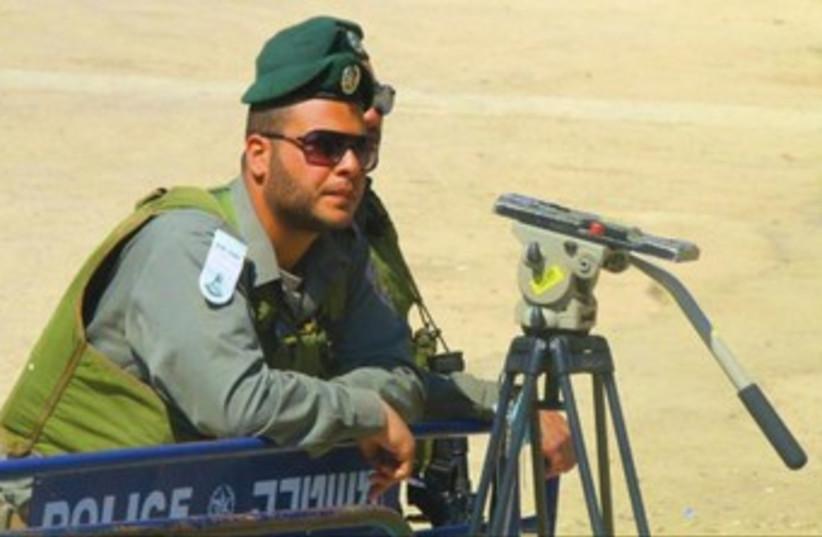 Border police near Beit Hamchpela_370 (photo credit: Tovah Lazaroff)
