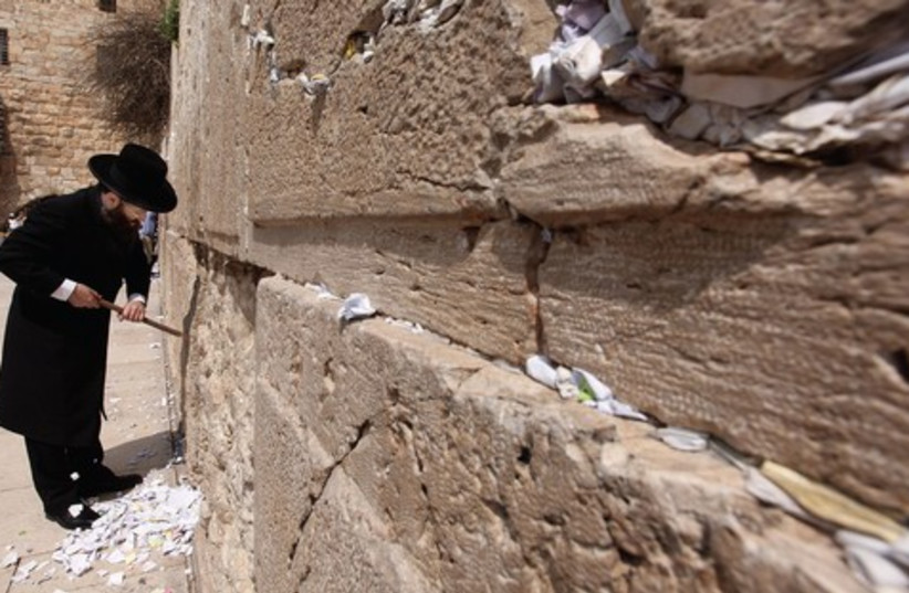 Cleaning notes from the Western Wall 521 (photo credit: Marc Israel Sellem)