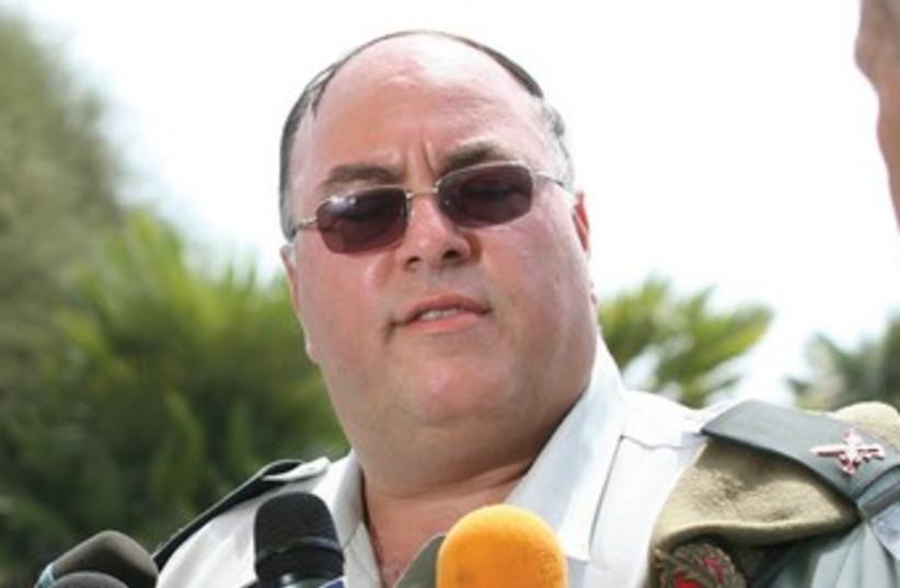 Avi Benayahu speak with reporters as IDF spokesperson 370 (photo credit: Bamachane)