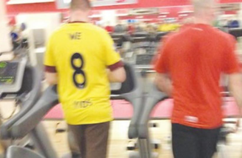 'We 8 Yids' Arsenal football jersey 370 (photo credit: Anonymous)