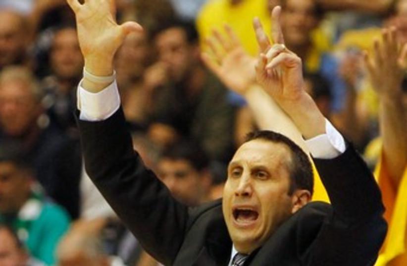 Maccabi Tel Aviv's David Blatt 370 (R) (photo credit: REUTERS)