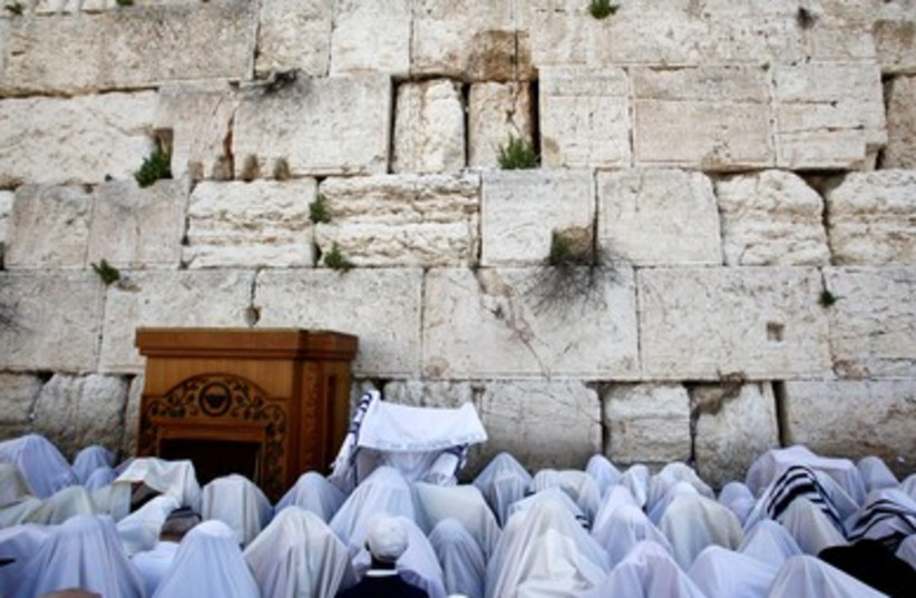 Worshipers at the Western Wall for a priestly blessing (photo credit: Marc Israel Sellem)