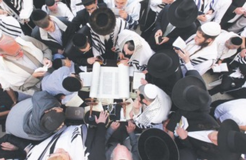 JEWISH WORSHIPERS cover themselves with prayer shawls  370 (photo credit: Marc Israel Sellem/The Jerusalem Post)