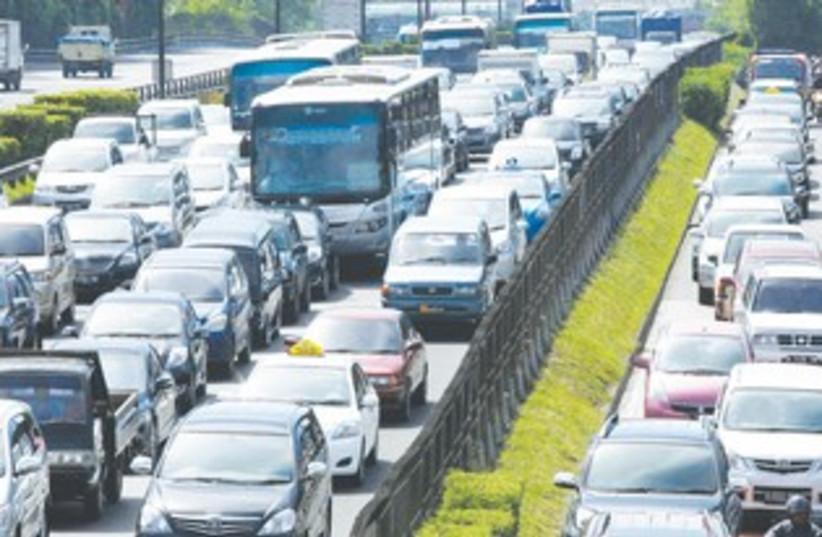 Traffic jam 370 (photo credit: reuters)
