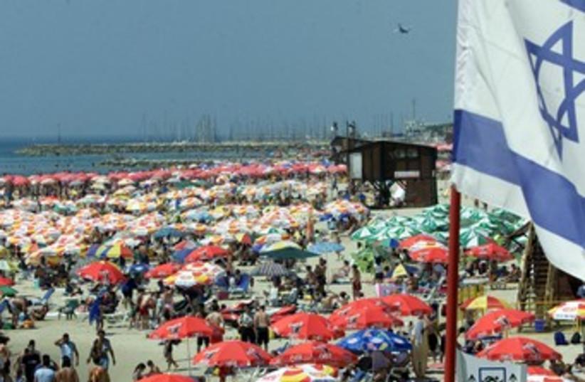 Israelis and tourists at Tel Aviv beach 370 (photo credit: REUTERS/Havakuk Levison)