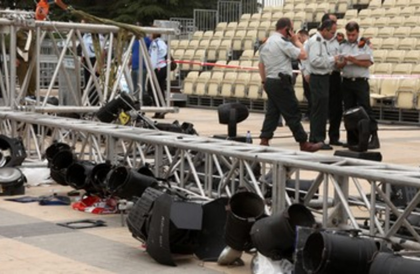 Lighting rig falls at Har Herzl 390 (photo credit: Marc Israel Sellem)