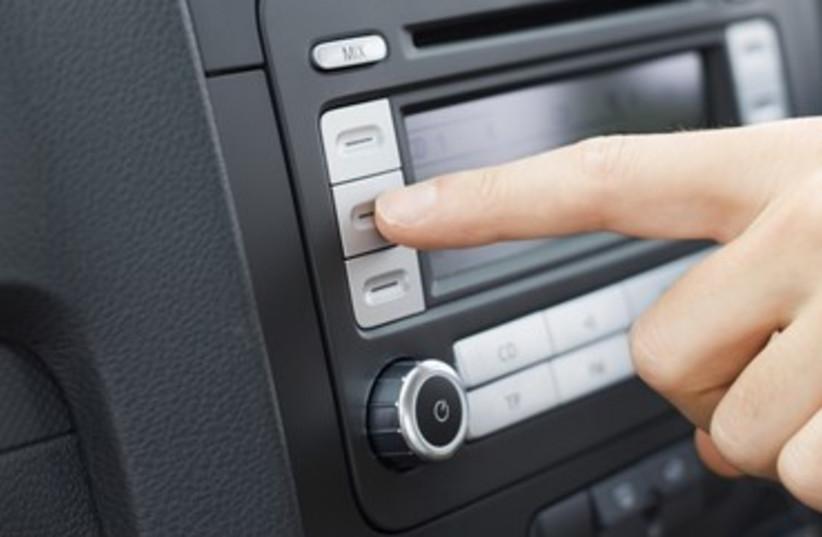 Car radio 370 (photo credit: Thinkstock/Imagebank)