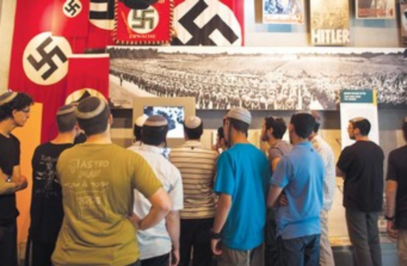 Visitors at Yad Vashem 370 (photo credit: Nir Elias/Reuters)