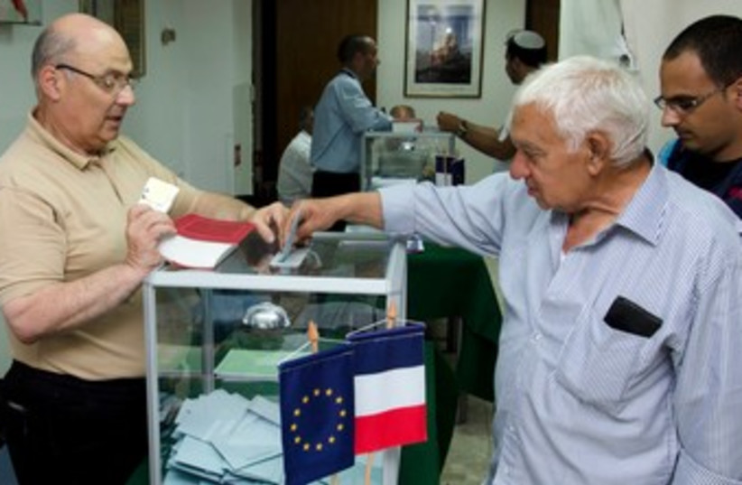 French-Israeli citizens vote at French consulate in Tel Aviv (photo credit: Ricardo Mallaco/Israel Sun photo)