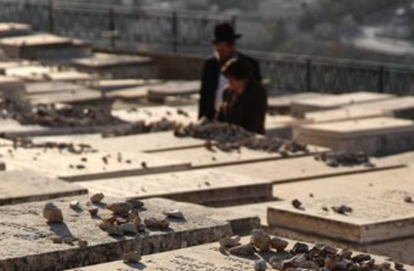Mount of Olives Cemetery 370 (photo credit: Marc Israel Sellem/The Jerusalem Post)