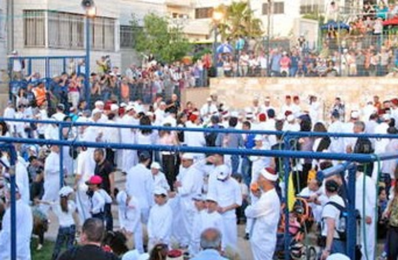 Samaritans gathering at Mt. Gerazim 370 (photo credit: Courtesy Travelujah)