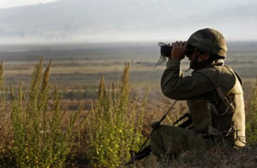 IDF soldier with binoculars 370  (photo credit: REUTERS/Finbarr O'Reilly)