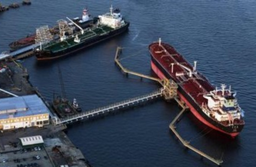 Chinese oil tankers Qi Lin Zuo and Sti-Matador 370 (photo credit: REUTERS/Lucas Jackson/Files)