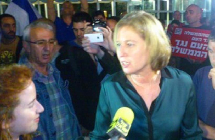 Tzipi Livni at anti-unity government protest 370 (photo credit: Ben Hartman)