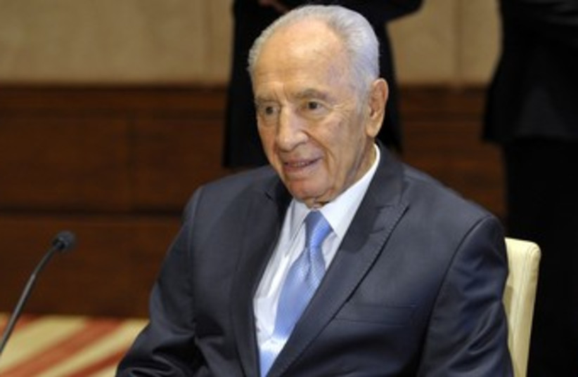 President Shimon Peres during a meeting in Toronto 370 (photo credit: REUTERS)