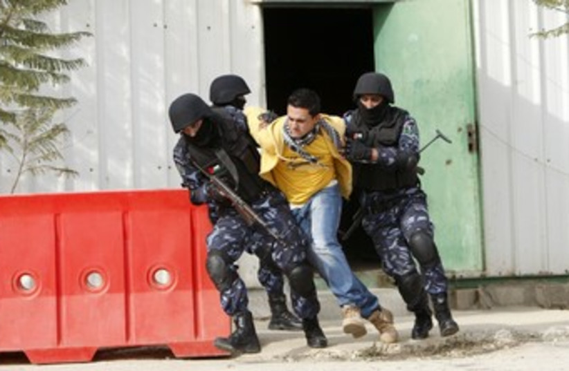 PA police in training demonstration in Ramallah 370 (R) (photo credit: Mohamad Torokman / Reuters)