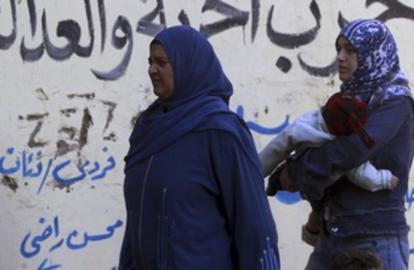 Veiled women in Egypt 370 (photo credit: Amr Dalsh / Reuters)