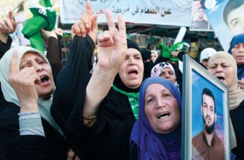Protest for Palestinian prisoners (photo credit: Mohammed Salem/Reuters)