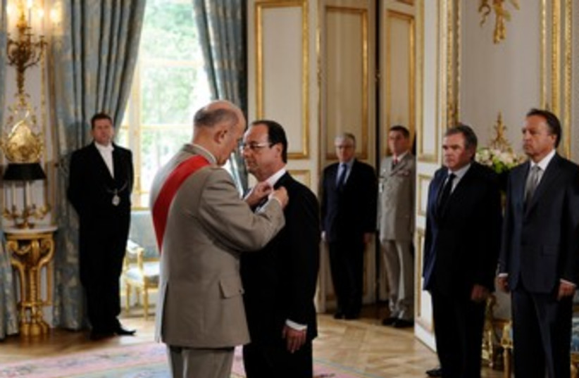 Hollande sworn in as French president 370 (photo credit: REUTERS)