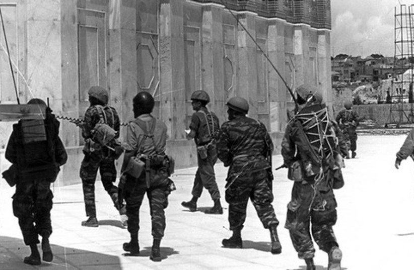 Conquering the Temple Mount 521 (photo credit: Bamahane/ Jerusalem Post archives)