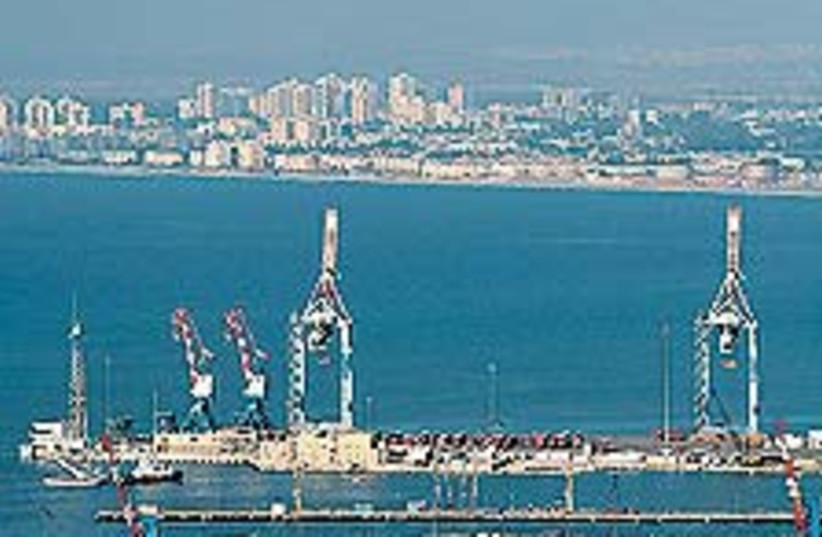 Haifa port 88 224 (photo credit: Ariel Jerozolimski)