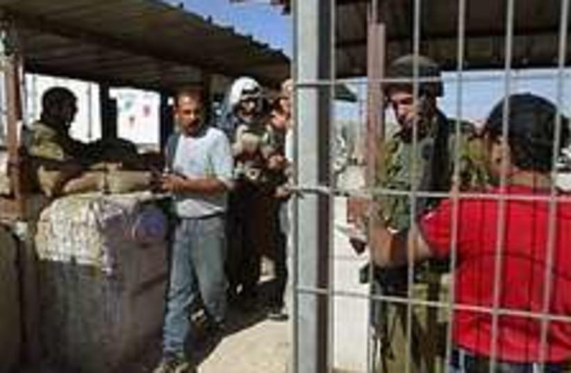 checkpoint kalandia 224. (photo credit: AP)