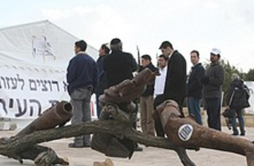 Sderot protest 224.88 (photo credit: Ariel Jerozolimski)