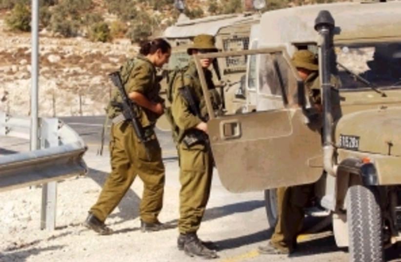 soldiers enter jeep 298. (photo credit: Ariel Jerozolimski [file])