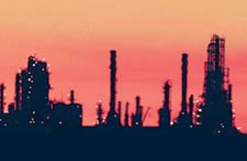oil refinery 88 224 (photo credit: )