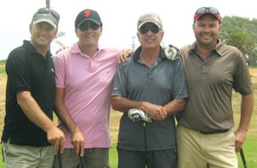 TEXAS SCRAMBLE golfers 370 (photo credit: Channel 10)