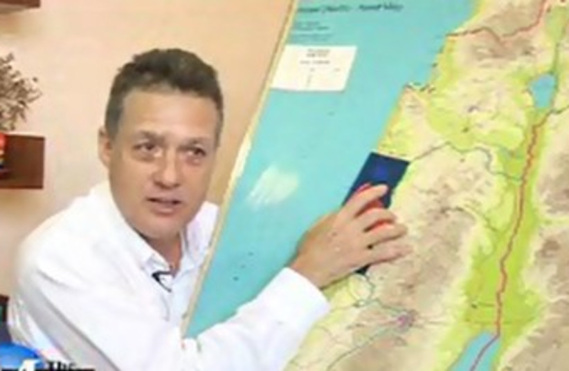 Langfan with hasbara map 370 (photo credit: The Media Line screenshot)