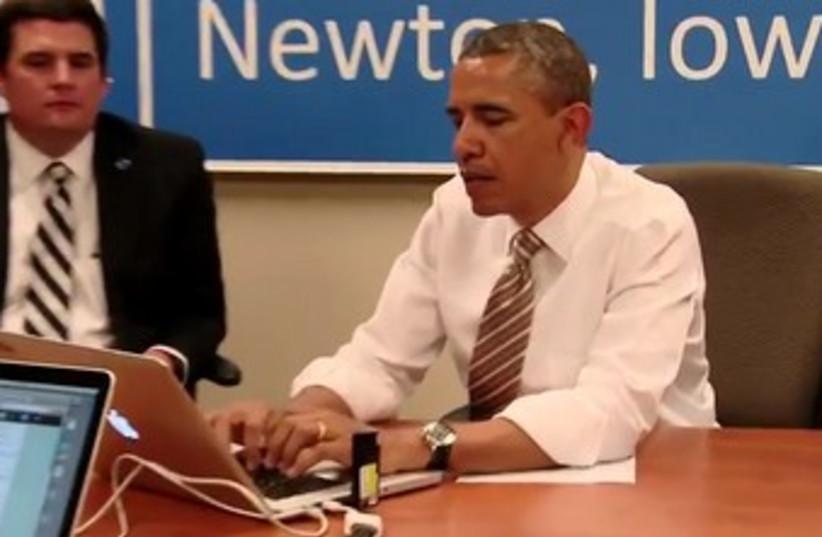Barack Obama Tweeting at computer 370 (photo credit: YouTube Screenshot)