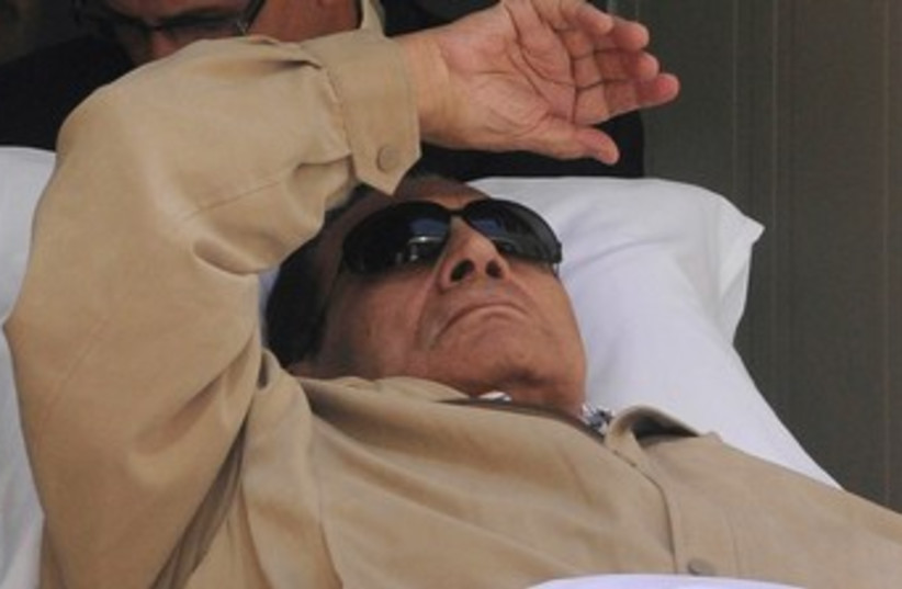 Former Egyptian president Mubarak in court 370 (photo credit: REUTERS/Stringer)