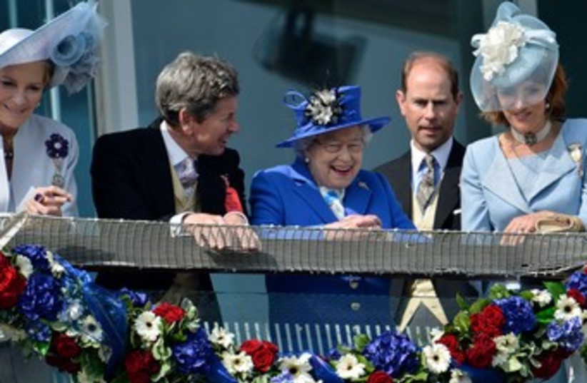 Queen Elizabeth at the races 370 (photo credit: REUTERS)