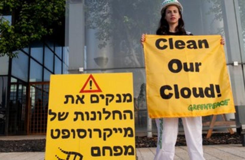 Greenpeace protest again Microsoft (photo credit: Greenpeace)