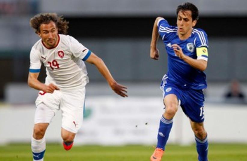 Yossi Benayoun 370 (photo credit: Reuters)