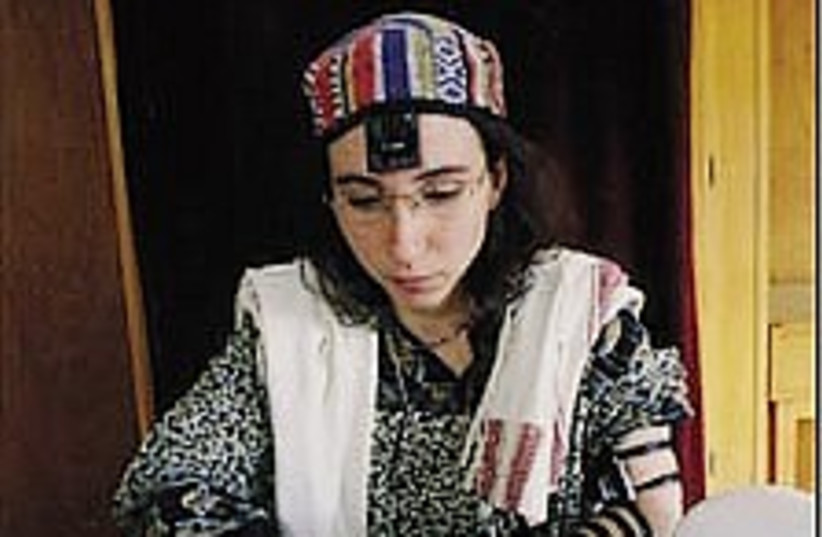 woman torah 224 (photo credit: Ariel Jerozolimski)