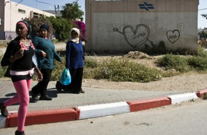 Women walking in the mixed Arab-Jewish city Lod 370 (photo credit: REUTERS)