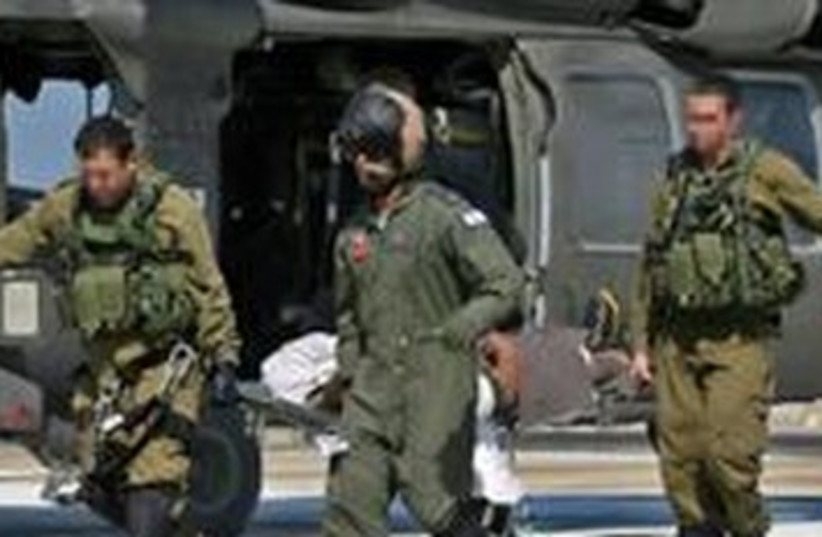 Injured soldier evacuated by helicopter 370 (photo credit: Courtesy IDF Spokesman's Office)