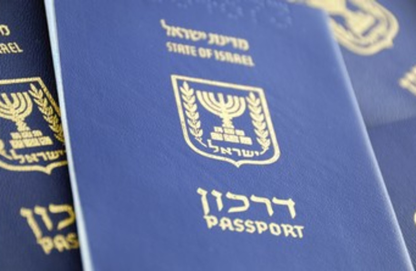 Israeli passports 370 (photo credit: Thinkstock/Imagebank)