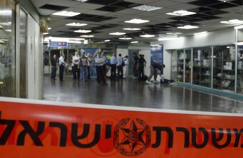 Police at Tel Aviv Central Bus Station 370 (photo credit: Ricardo Mallaco)