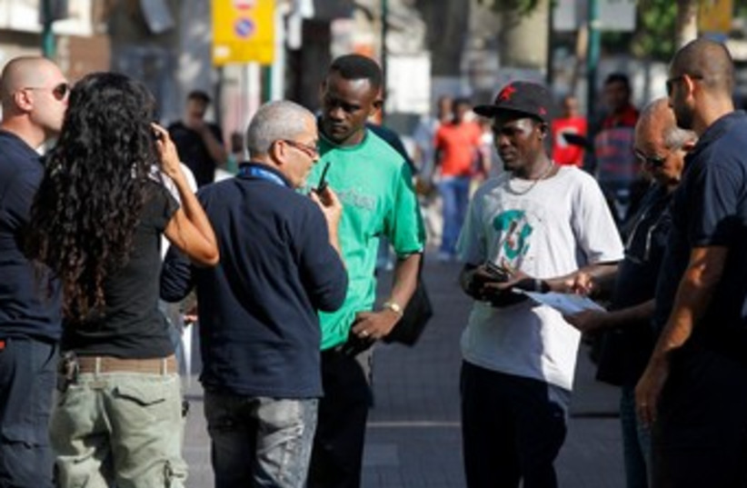 Immigration authorities check Africans' IDs 370 (photo credit: REUTERS/Baz Ratner)