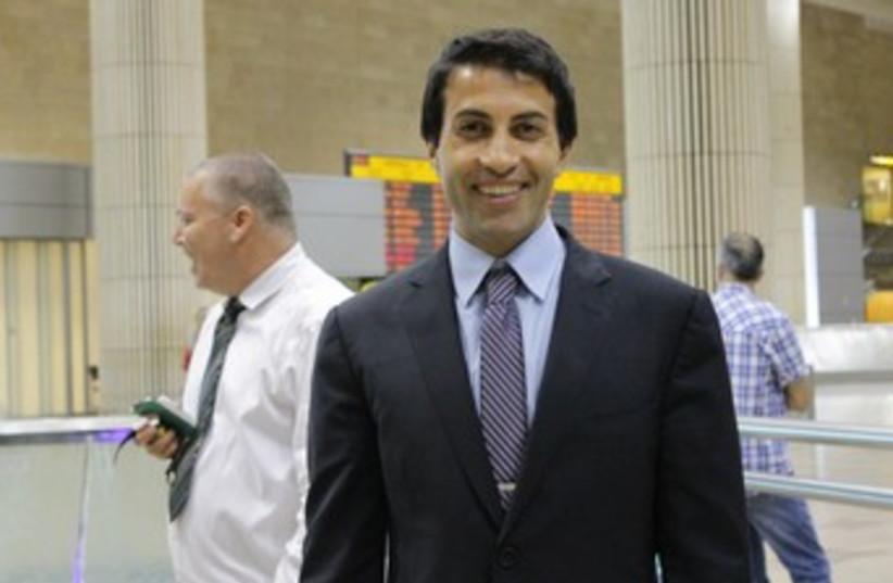 Mosab Hasan Youssef at Ben Gurion Airport 370 (photo credit: Deborah Danan)
